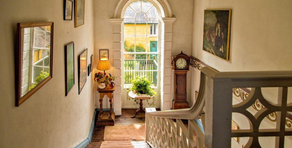 interior-main-stairs-1-550px-h